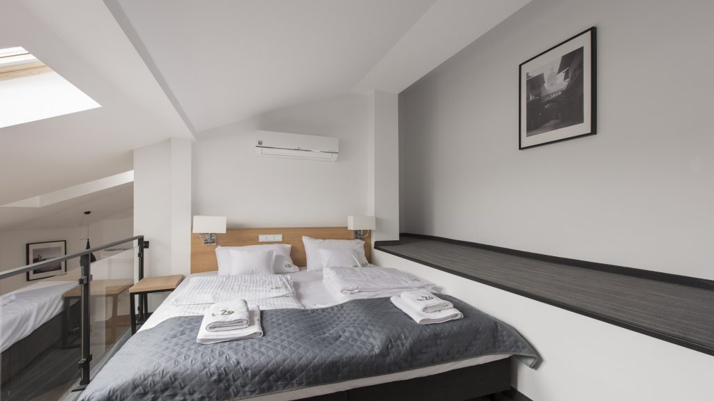 sypialnia dla gości w apartamentach