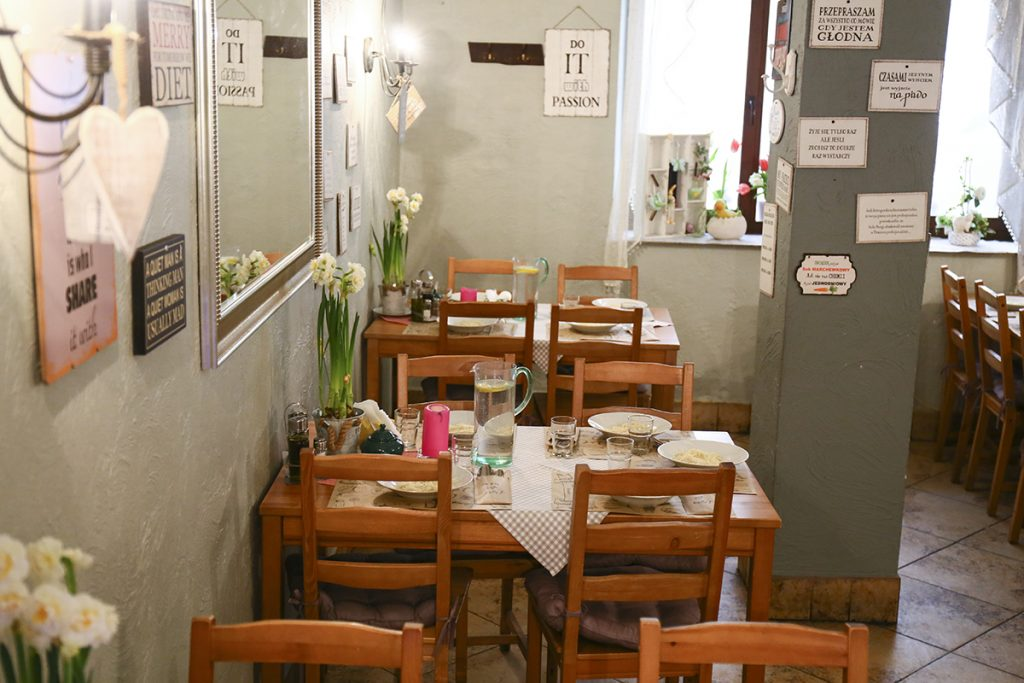 dużo miejsca dla grup w restauracji