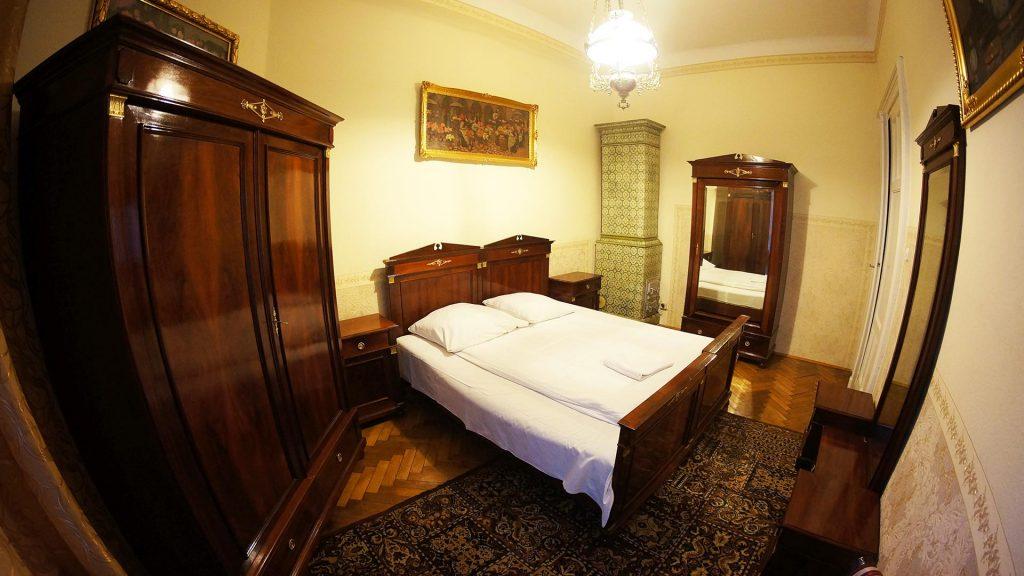 wygodne łóżka w apartamencie